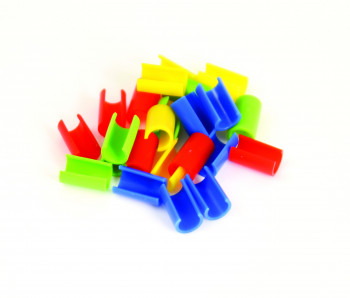16 plastic clips in four colours (red, blue, green and yellow) layed out in a colourful but random pile