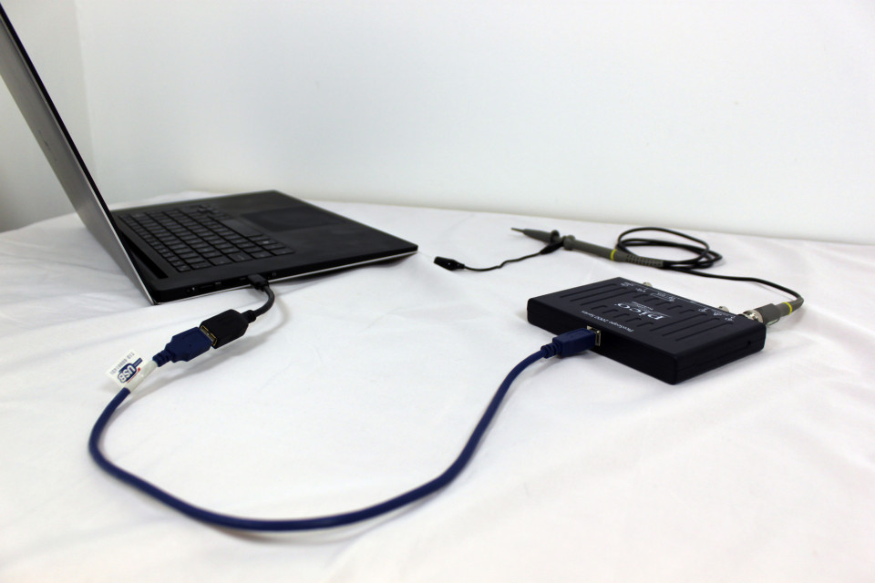 USB Type-C adaptor cable connecting PicoScope to PC